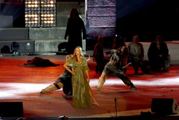 Lola interpretó a la gitana Esmeralda en la ópera y la pre...
