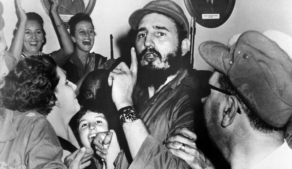 Los rebeldes celebran el triunfo de la revolución el 4 de enero de 1959.