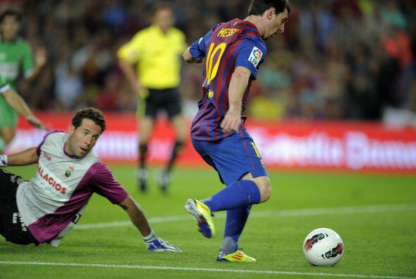Iniesta lo habilitó con un pase perfecto, 'La Pulga' enfrent&oacu...