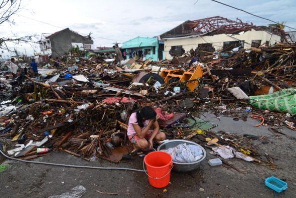 No hay comida. No hay agua. Las casas y los edificios están destr...