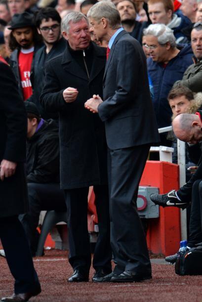 Los técnicos Sir Alex Ferguson y Arsene Wenger intercambiaron opiniones...