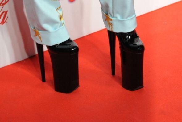 O de esas zapatillas de plataforma que nunca se quita y las cuales lustr...