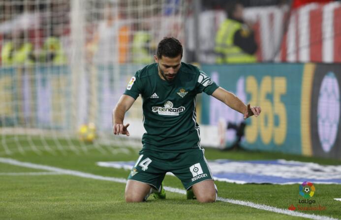 En el regreso de Guardado, Betis goleó al Sevilla en el derbi andaluz w-...