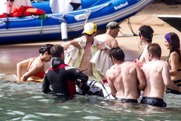 Se metió al mar con su pancita falsa.Mira aquí los videos más chismosos.