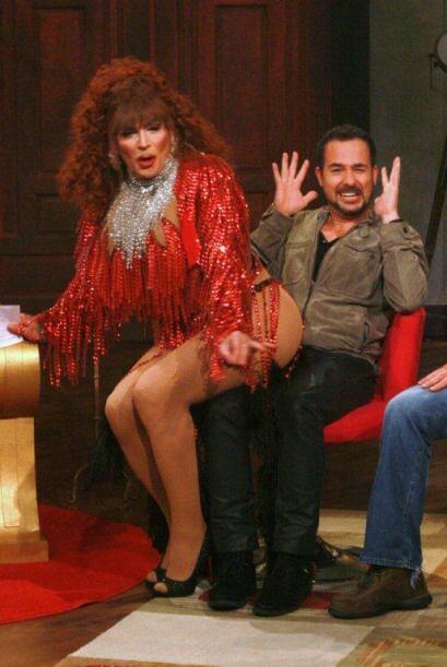 Carlos prefirió levantar las manos.