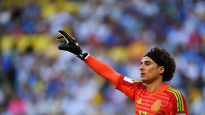 Memo Ochoa y otros futbolistas que cambiaron sus looks de repente