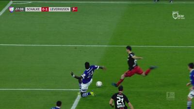 ¡Sí fue gol! Dragovic abre el marcador ante el Schalke