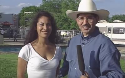 Selena Quintanilla siendo entrevistada por el programa 'Tejano USA&#...