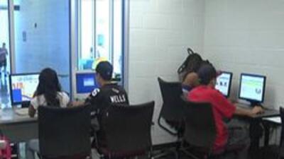 Estudiantes en computadoras
