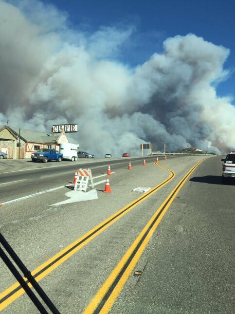 Varias estructuras han sido quemadas y muchas más en riesgo.