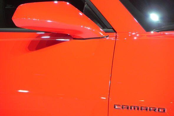 El color rojo vibrante exaltó las muchas cualidades de este nuevo Camaro...