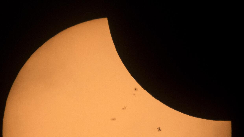 Una de las imágenes del eclipse total de sol capturadas por la Nasa.