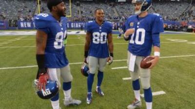 Víctor Cruz, Hakeem Nick y Eli Manning (AP-NFL).