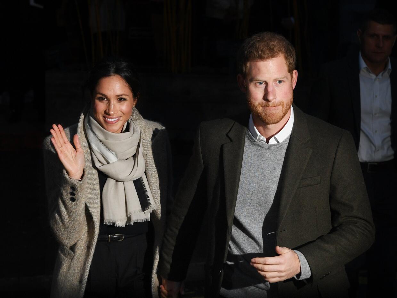 El príncipe Harry y Meghan Markle visitaron este martes una estac...