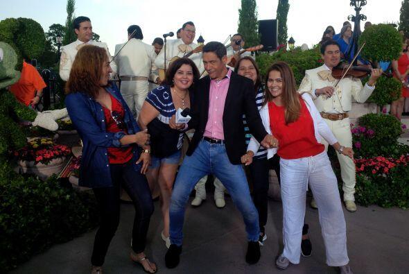 Sorprendimos a Johnny Lozada causando sensación entre las chicas!