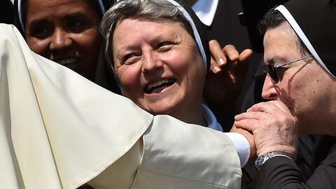 El Papa da por zanjado el reclamo de mujeres sacerdotisas en la fe cat&o...