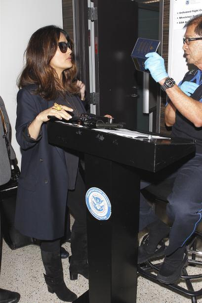 Sorprendió que a su paso por la seguridad del lugar, Salma fue detenida...