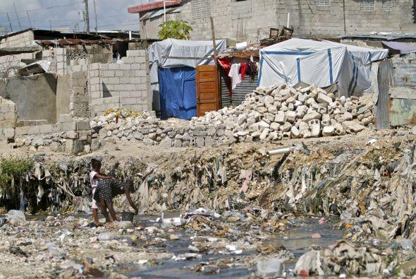 Otro gran problema es dónde poner tantos restos. Muchos propietarios pri...