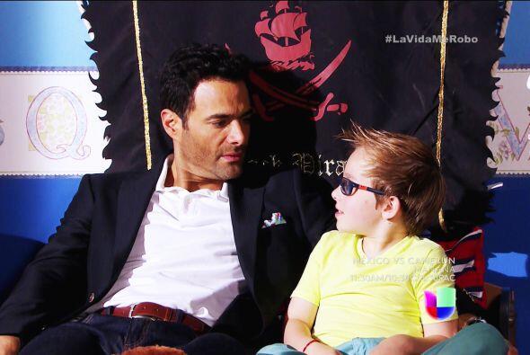 José Luis se sentía inmensamente feliz con Laurito, a quie...