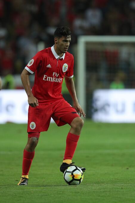 Benfica [2]-0 Vitoria Setubal: tras la jornada FIFA, Raúl Jiménez fue su...