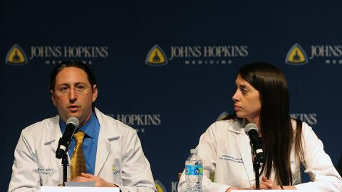 El Dr. Dorry Segev y la Dra. Christine Durand respondieron preguntas sob...