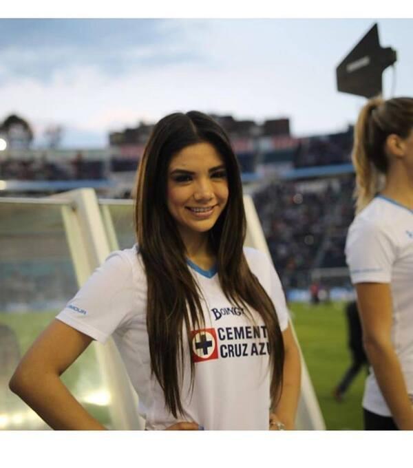 Michelle Pérez, una fanática muy sexy del Cruz Azul 15056281_93175772030...