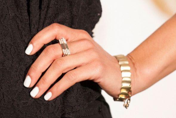 Olvídate de la manicura francesa y pinta completamente tus uñas con un b...