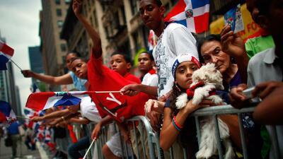 Rojo, azul y blanco: las calles de Nueva York se visten con la bandera de República Dominicana