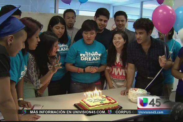Quienes también celebraron son los jóvenes soñadores, quienes cantaron c...