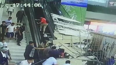 En video: El techo de un hotel se desploma sobre una escalera eléctrica plagada de personas