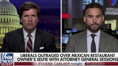 Un presentador de Fox asegura a otro de Univision que los tacos son estadounidenses y que los mexicanos no deberían apropiárselos