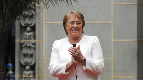 Bachellet afirma que la actual Constitución no favorece la democracia en...