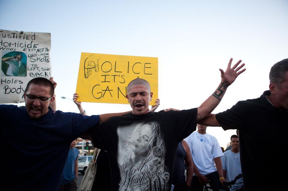 Manifestantes en el disturbio de Anaheim en julio de 2012 .
