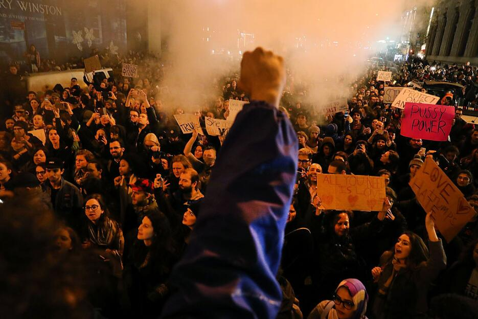 Miles de manifestantes tomaron la famosa Quinta Avenida de Nueva York, f...