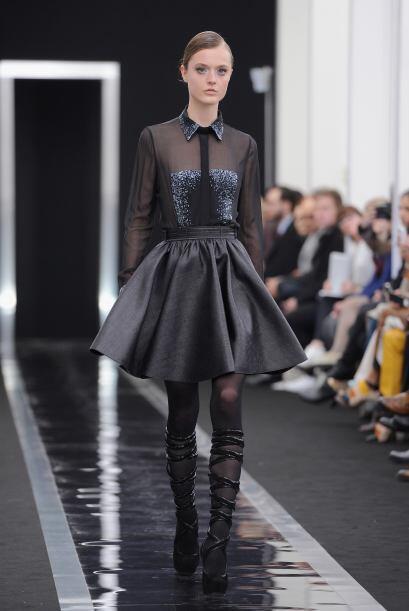 Las 'leather skirts' con volados entran este otoño súper fuerte y con me...