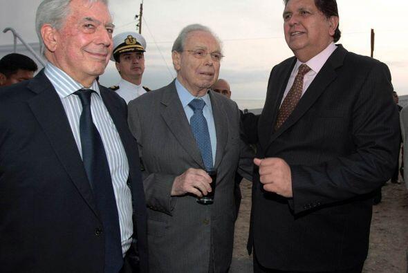Sin embargo, el mes pasado Vargas Llosa renunció irrevocablemente a ese...