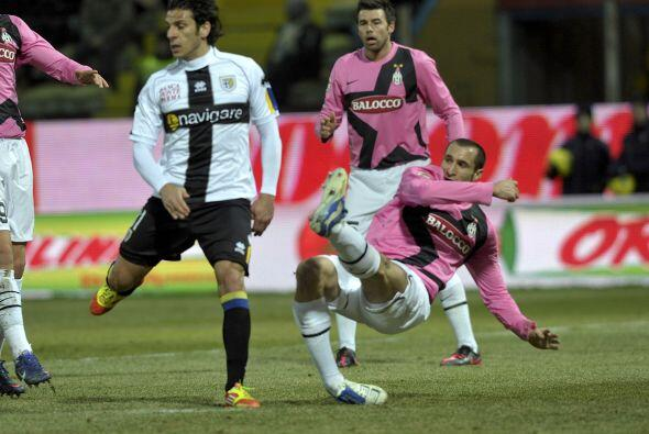 La Juventus se enfrentó al Parma buscando recuperar el liderato e...