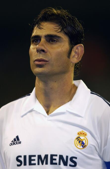 Defensa: Fernando Hierro, de la edición FIFA 2002 en la que contaba con...