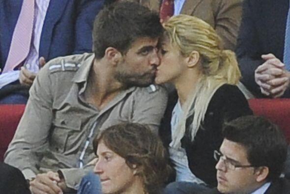 La pareja más famosa del momento, la cantente Shakira y el futbolista Pi...