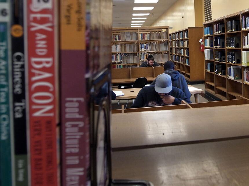 Los usuarios de las bibliotecas públicas de la ciudad de Nueva York tend...