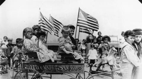 Niños en el centro de inmigrantes de Ellis Island (Nueva York) en...