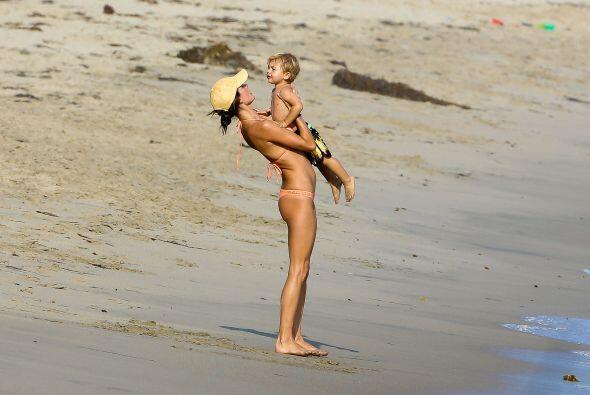 ¡Mira cómo se divierte con su hijo Noah!