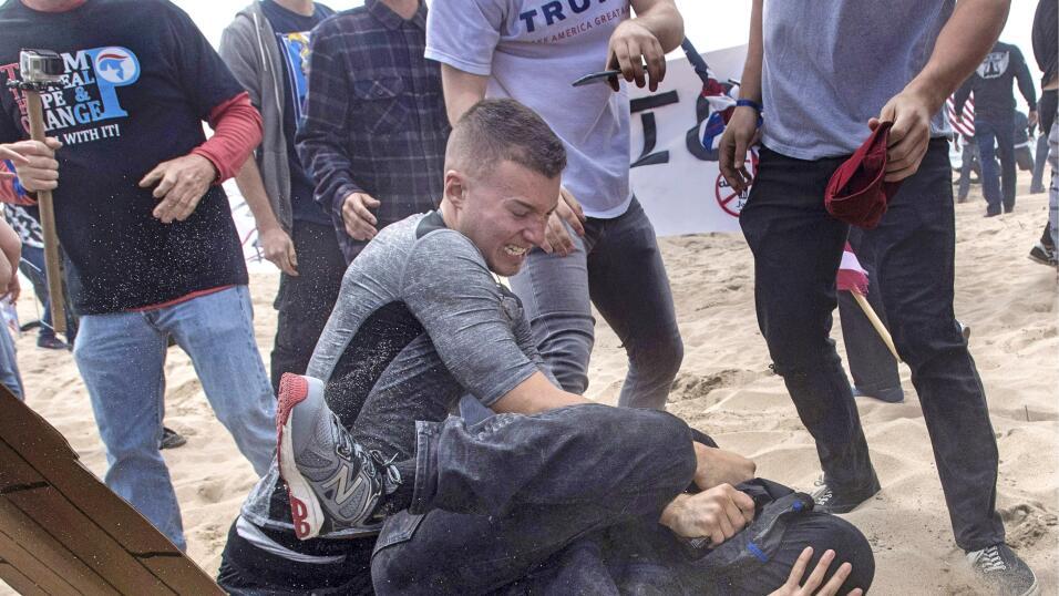 "Marcha ""Make America Great Again"" se volvió violenta."
