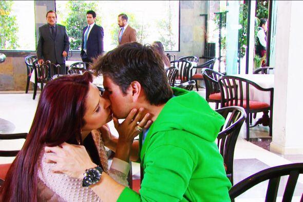 Te robó un beso y Fernando, Damián y Mariano lo vieron todo. ¡Tu amor co...