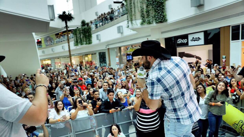 Todo un éxito la gira promocional de Gerardo Ortiz en tres ciudades de l...