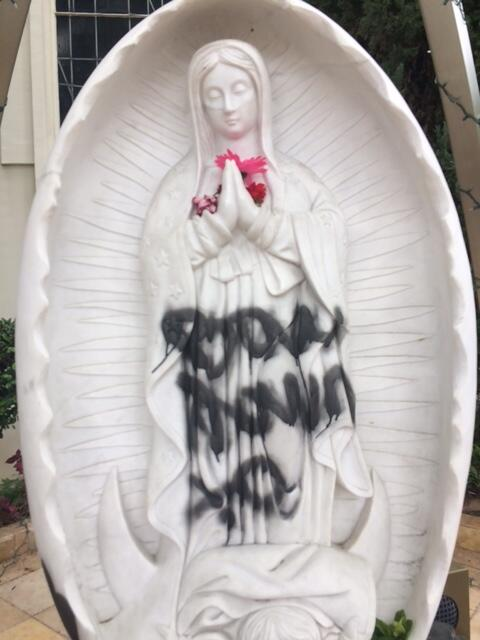 La iglesia católica St. Christopher en West Covina fue víctima de vandal...
