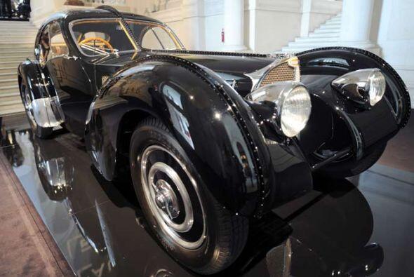 Bugatti 57 S Atlantic 1938.