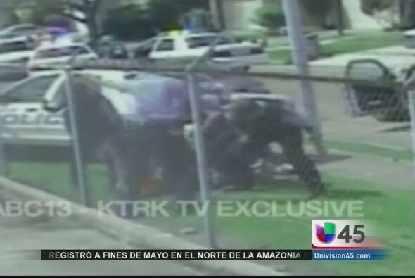 Un ex policía de Houston pagará caro por su decisión de no negociar en e...