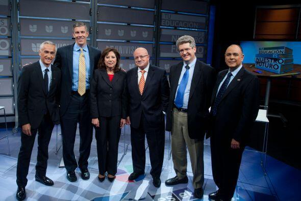 Un importante panel de funcionarios y expertos en educación participaron...