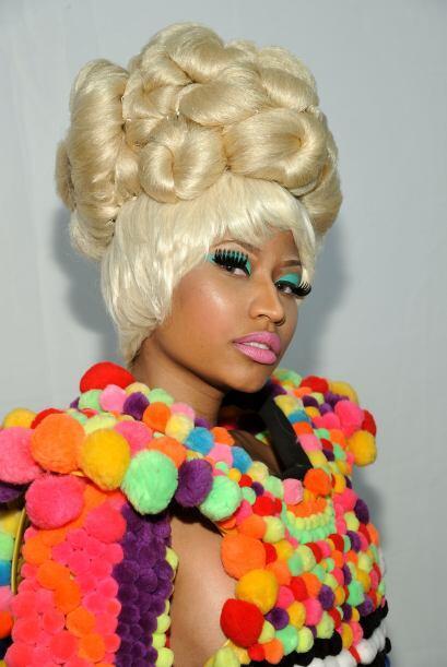 """Luego de haber lanzado una línea de maquillaje llamada """"Viva Glam"""" para..."""